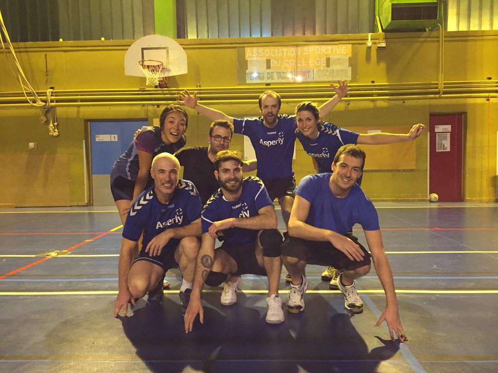 Une équipe de volley en match